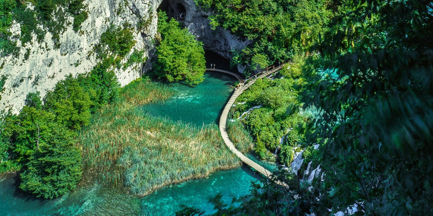 Aerial view of boardwalk (Plitvice National Park)
